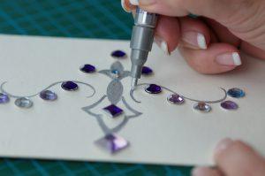 Verzieren der BUNTBOXEN mit Silberstift