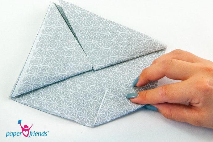 Schritt 6 Lilie: So sieht das ganze aus, wenn du das Dreieck gefaltet hast