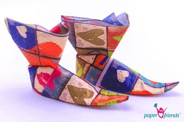 Anleitung Servietten falten Schuhe