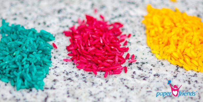 Bunt gefärbter Reis