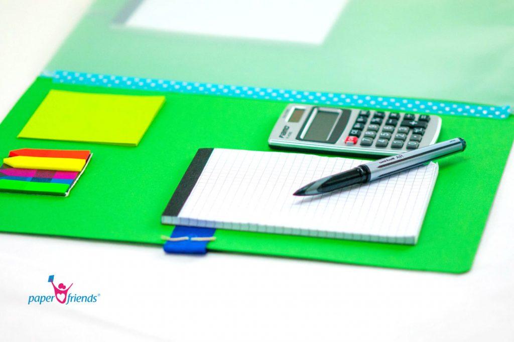 Detail Aufnahme Block, Stift und Taschenrechner