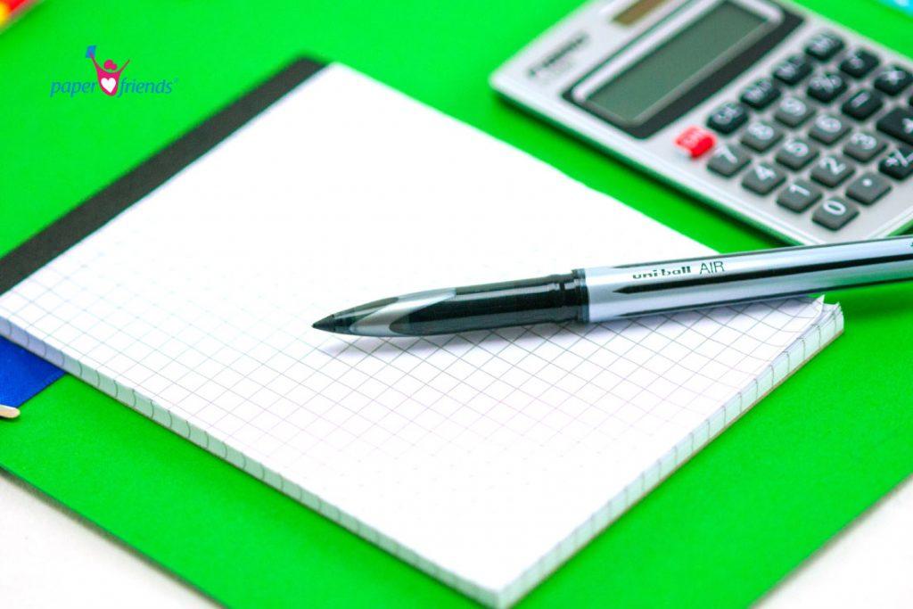 Blog, Stift und Taschenrechner im Detail