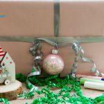 Kugel an Geschenk beschriftet